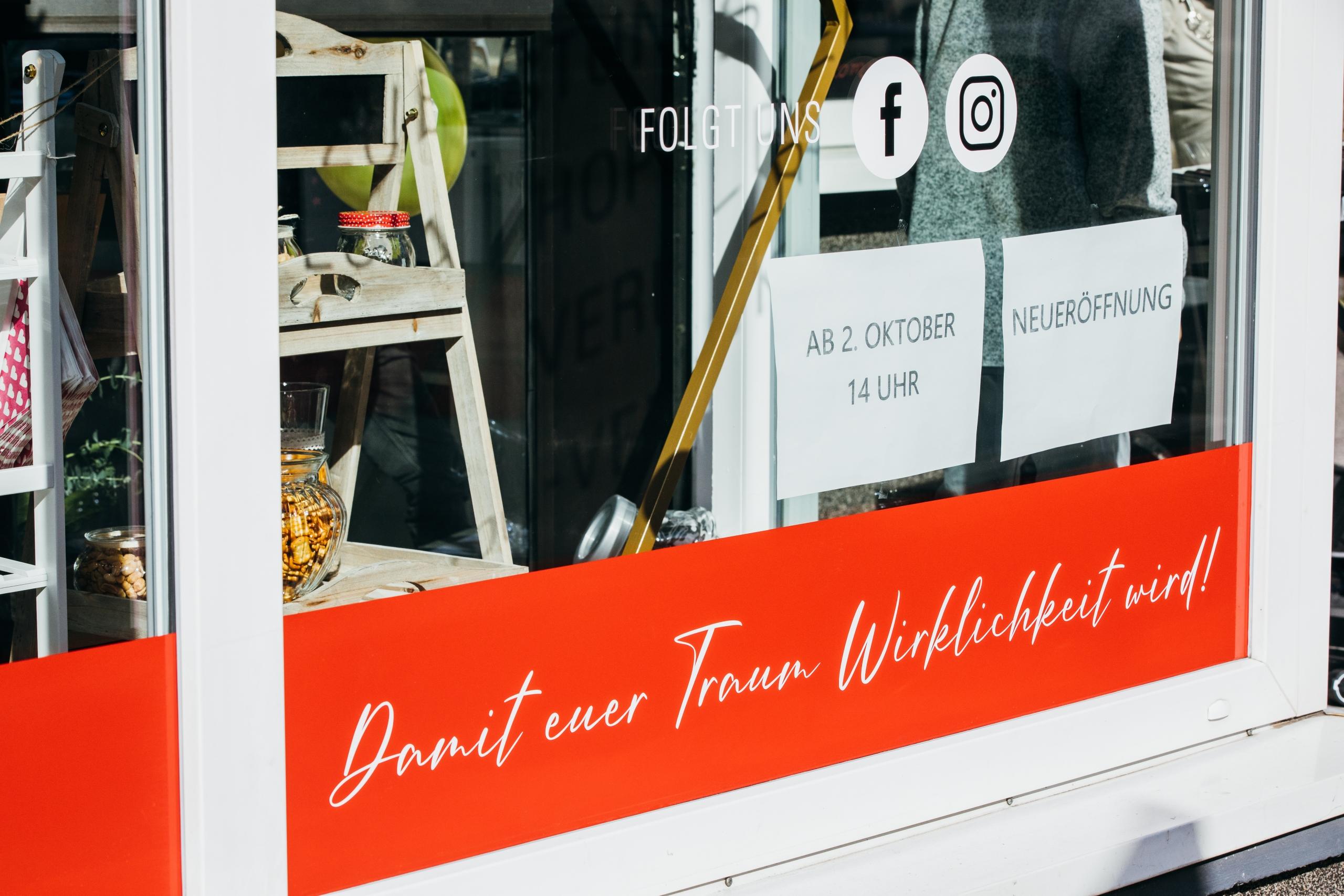 Schaufenster-Beschriftung für die freie Rednerin Michaela Seidel. Foto von https://www.asa400.de/blog/