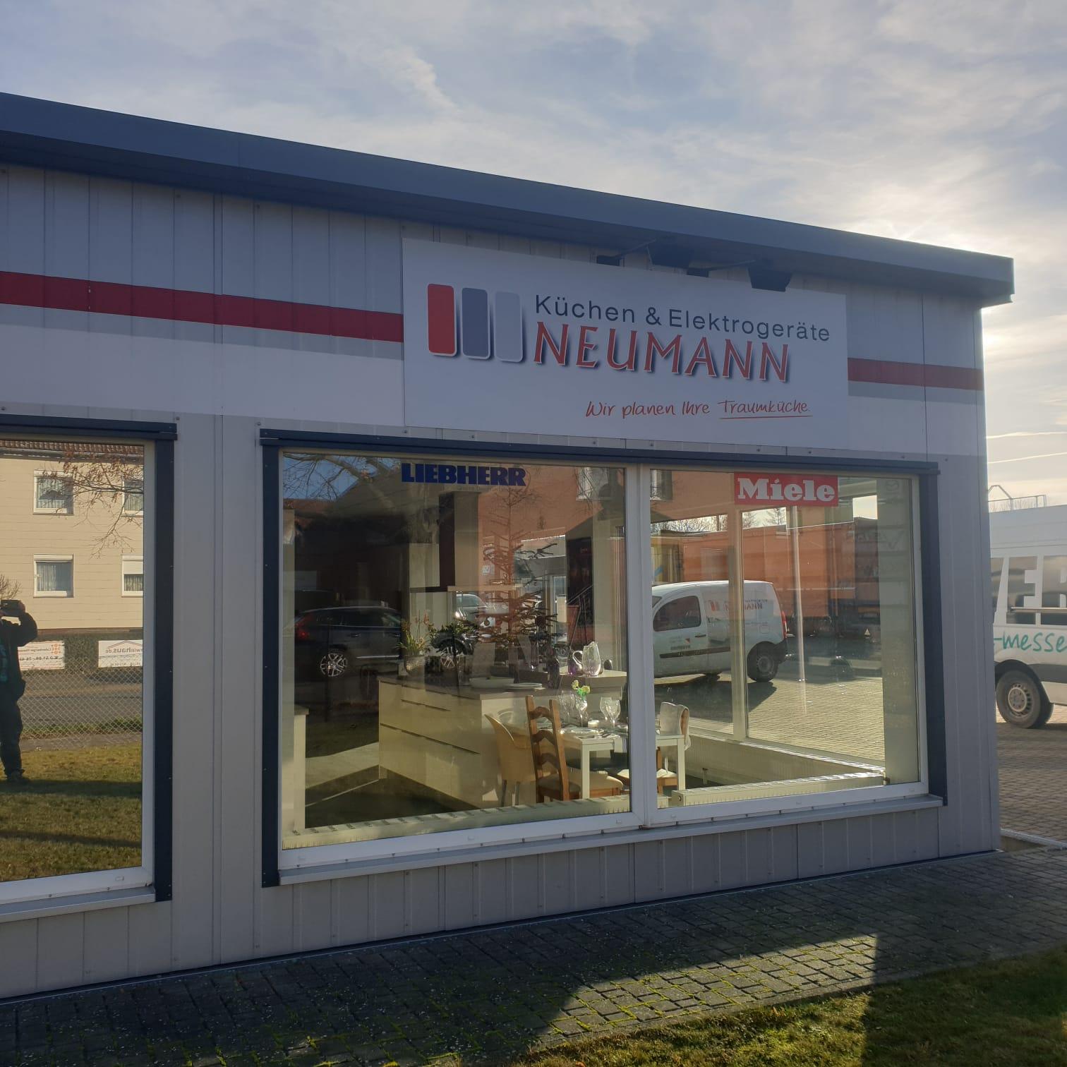 Neue Schilder für Neumann