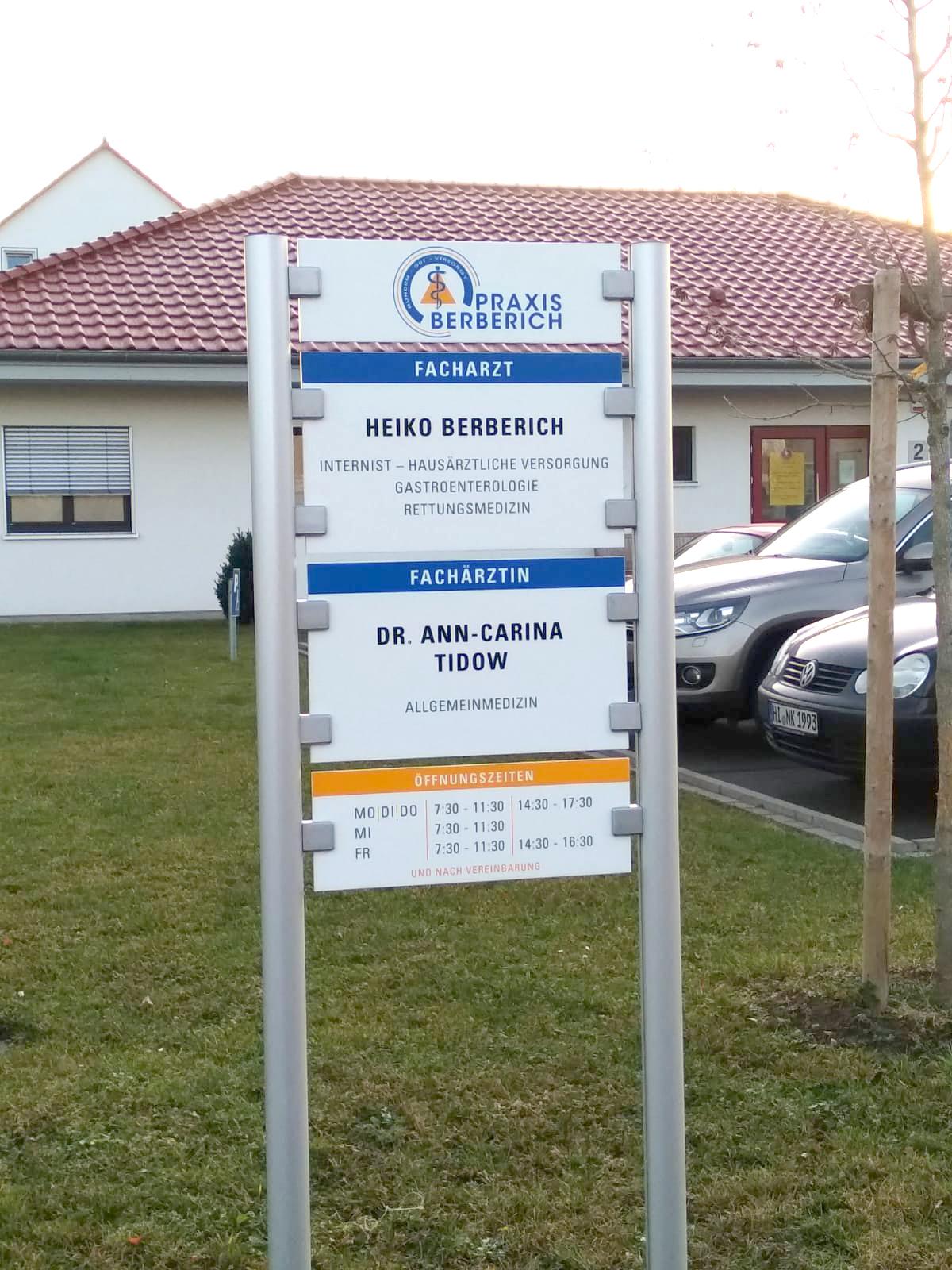 Neues Schild für Heiko Berberich, Arztpraxis in Gronau