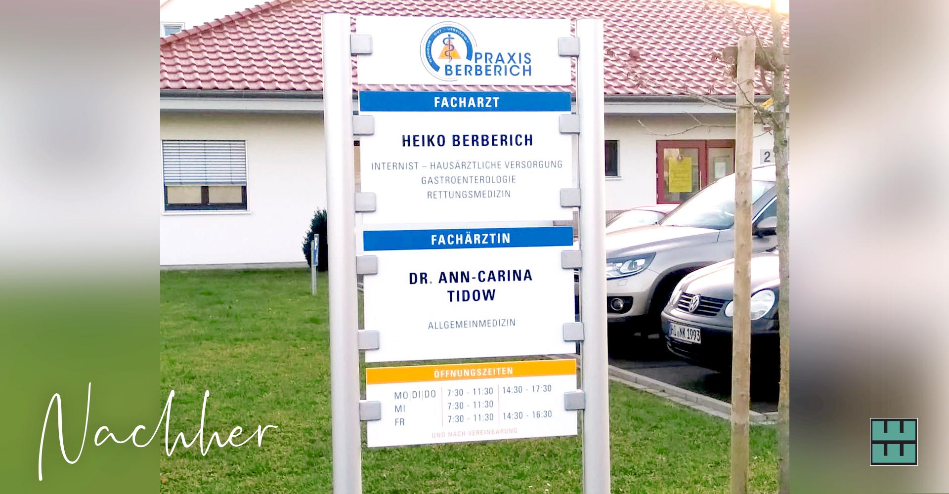 Für die Praxis Berberich aus Gronau haben wir vor kurzem ein neues Schild nicht nur gestaltet, sondern auch bedruckt und montiert.