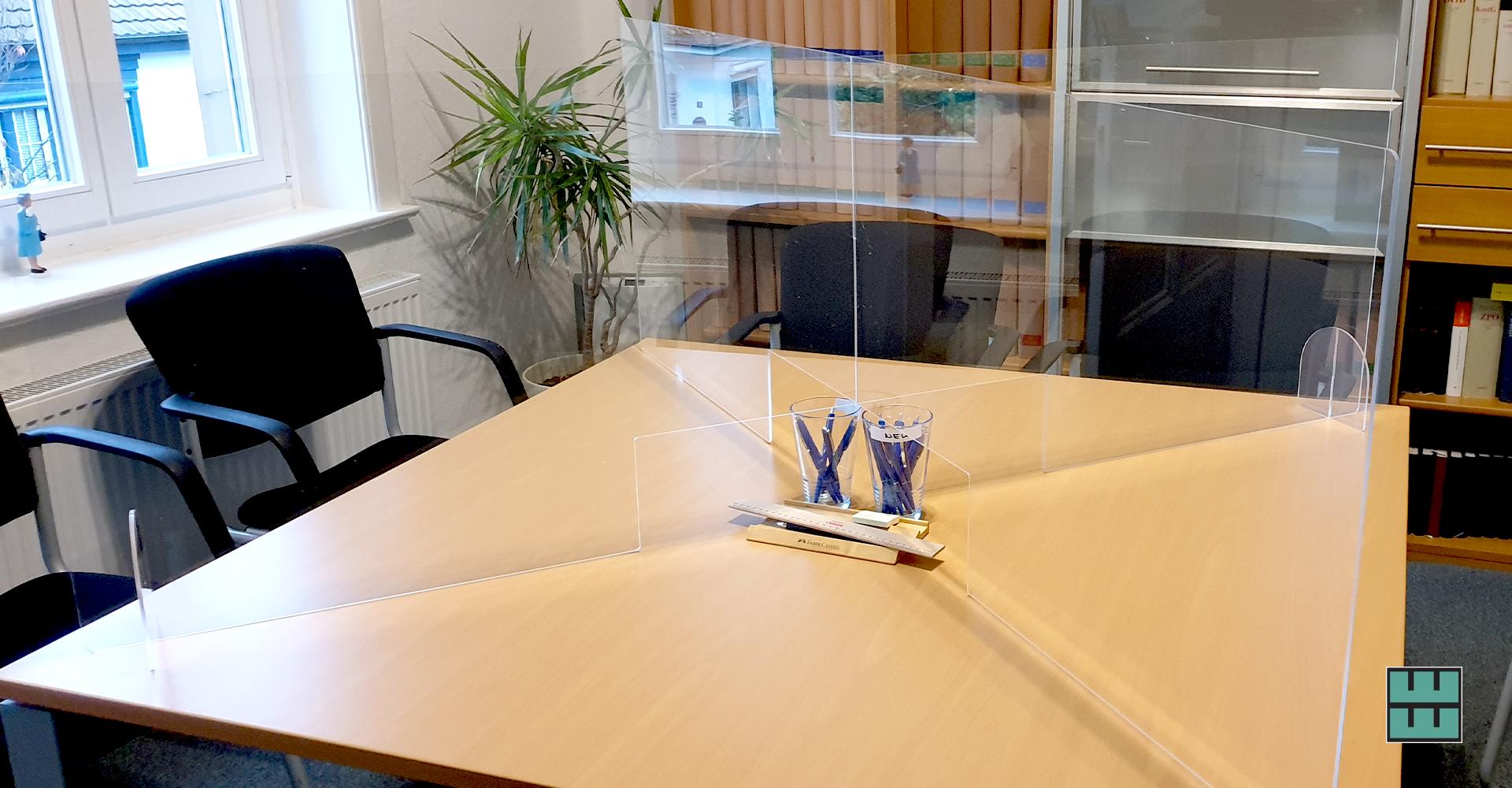 Für einen Alfelder Notar haben wir diesen Spuckschutz für seinen Besprechungstisch angefertigt.
