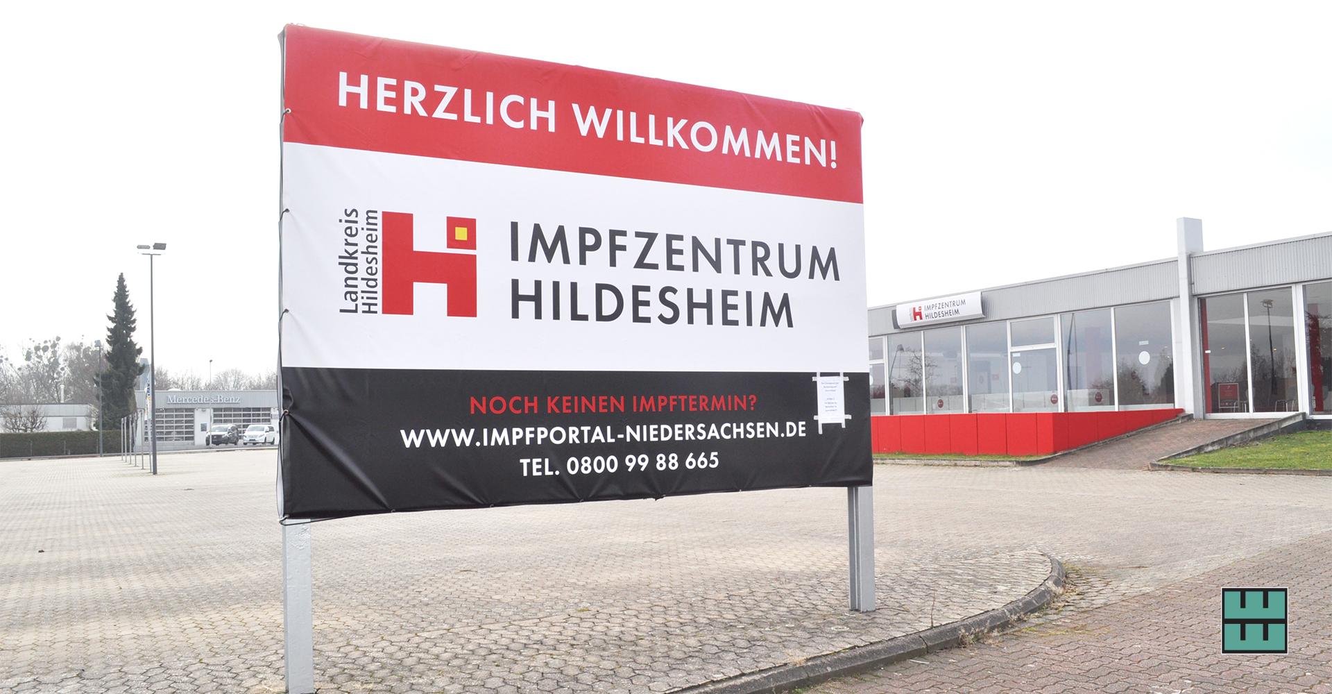 Errichtung, Einrichtung und Beschriftung der Impfzentren in Alfeld, Hildesheim und Holzminden inkl. Entwicklung und Gestaltung des Leitsystems.